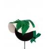 bisera cruda con flor y hojas verdes