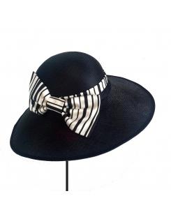 pamela con lazo de rayas blanco y negro