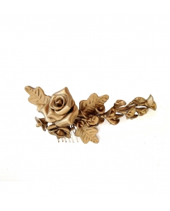 Tocado de hojas y flores dorado