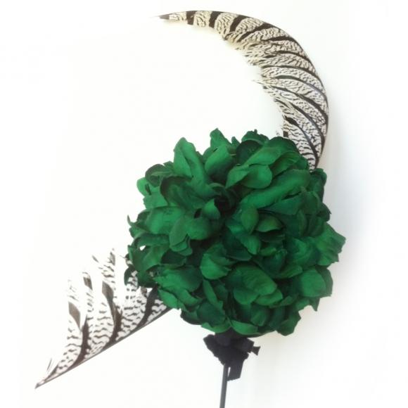 http://janetandschulz.com/85-291-thickbox/crisantemo-esmeralda-y-pluma.jpg