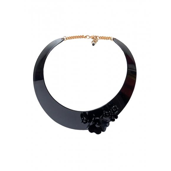 https://janetandschulz.com/251-373-thickbox/collar-de-flores-sobre-pieza-negra.jpg