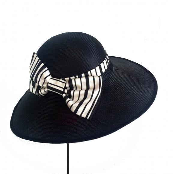 https://janetandschulz.com/287-418-thickbox/pamela-con-lazo-de-rayas-blanco-y-negro.jpg