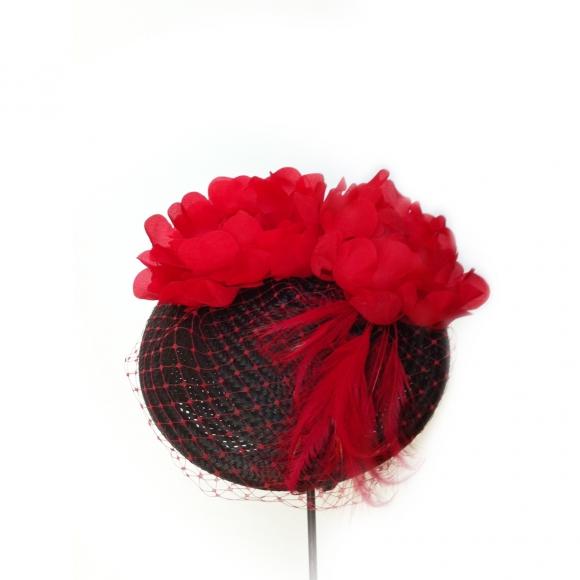 https://janetandschulz.com/86-292-thickbox/casquete-de-sisal-negro-con-flores-rojas.jpg
