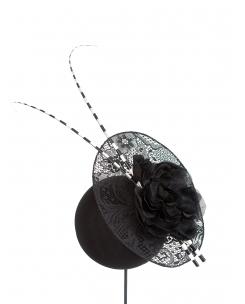 plato de encaje negro, flor y raquis